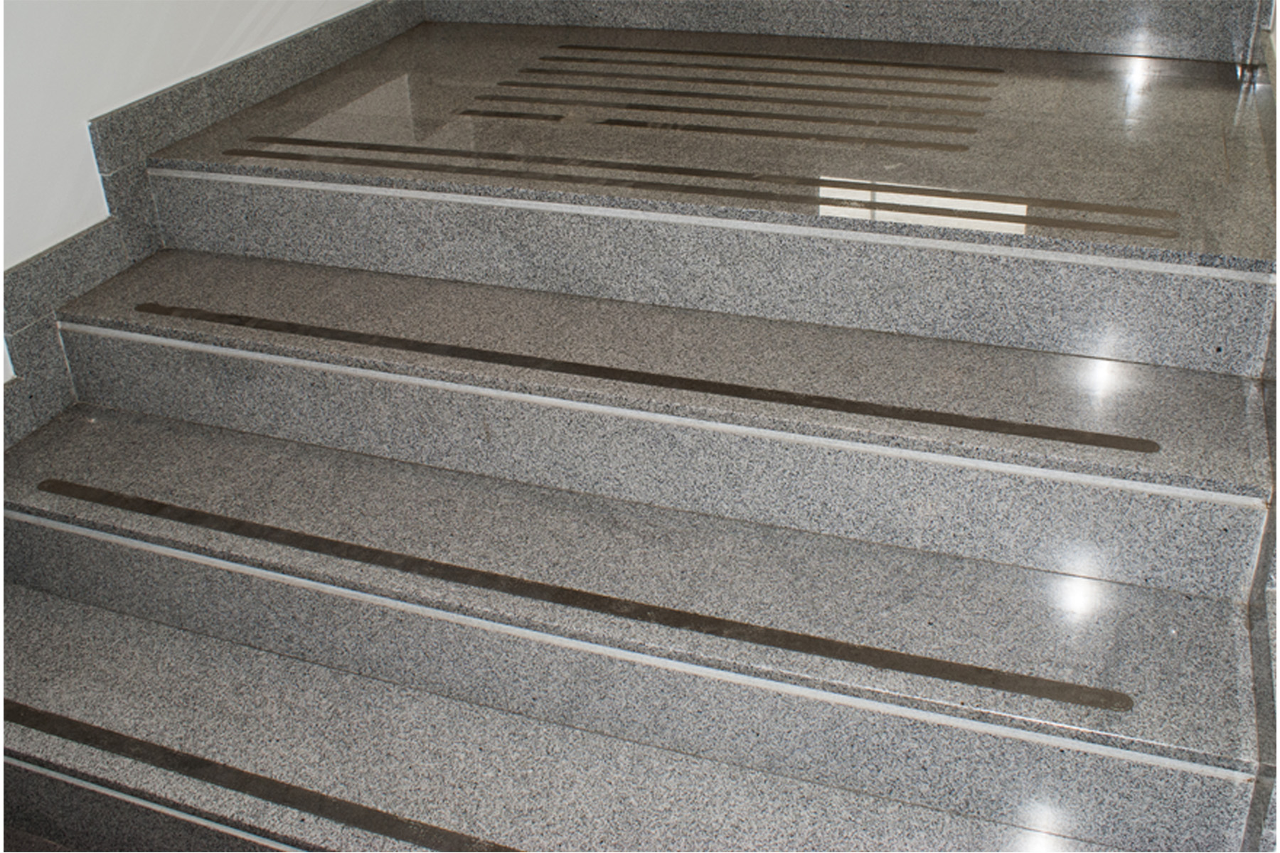CINTA ANTIDESLIZANTE NEGRA 5M X 5CM